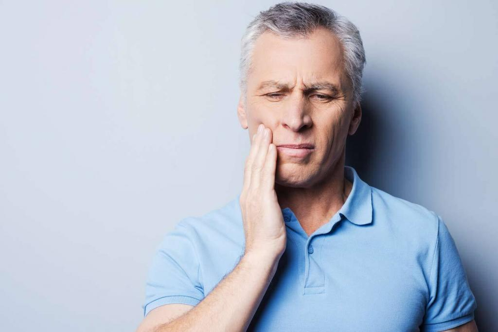 ST. Louis man with toothache